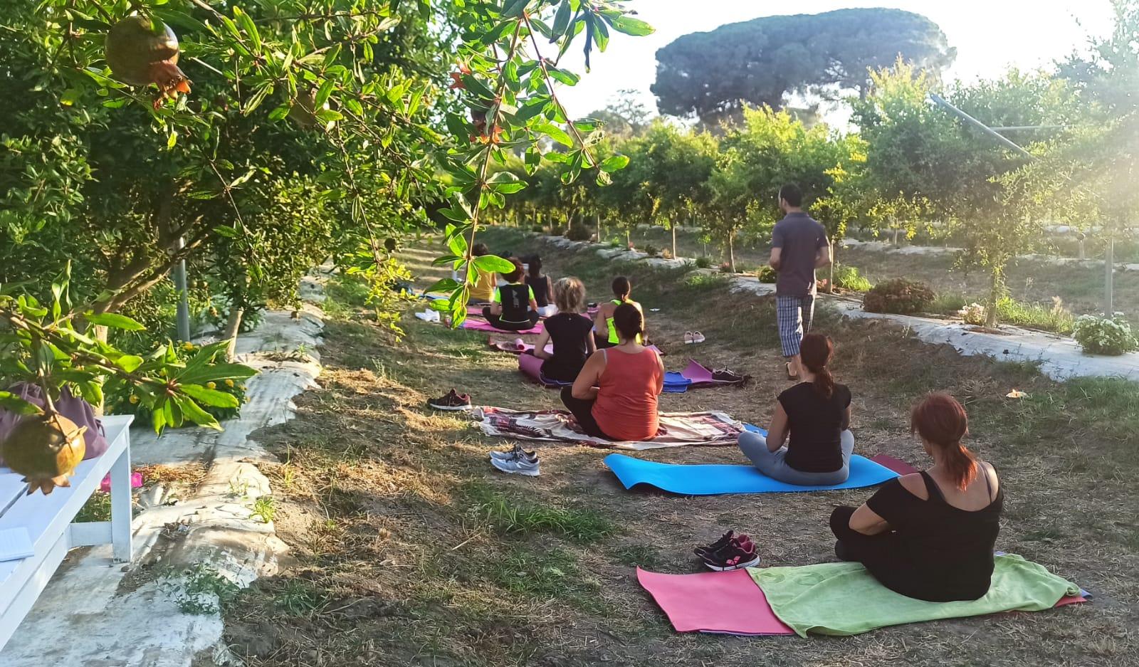 Yoga tra i melograni